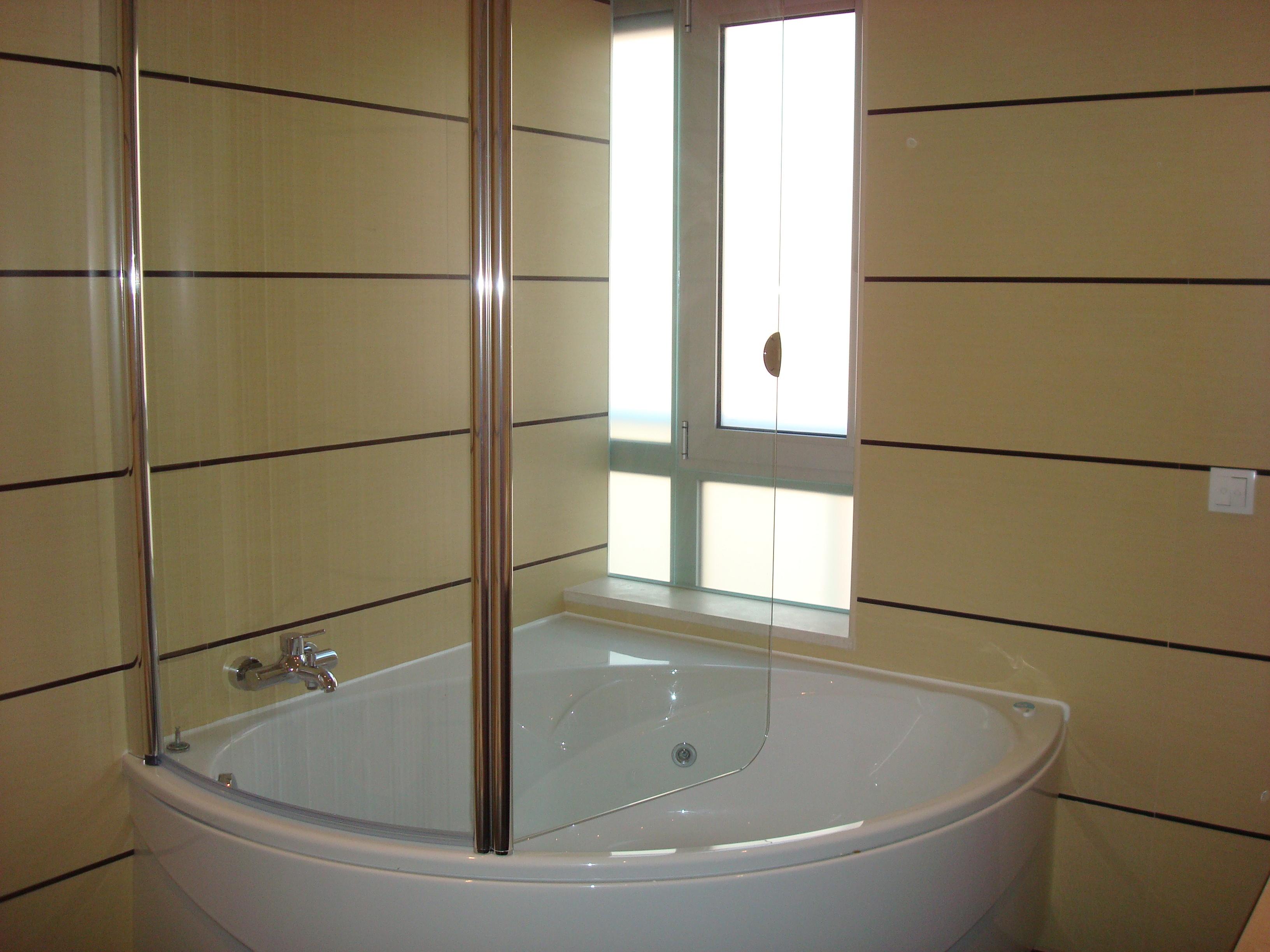 decoracao de casas de banho banheira de conato com resguardo banheiro  #614D36 3264x2448 Banheiro Com Banheira De Canto