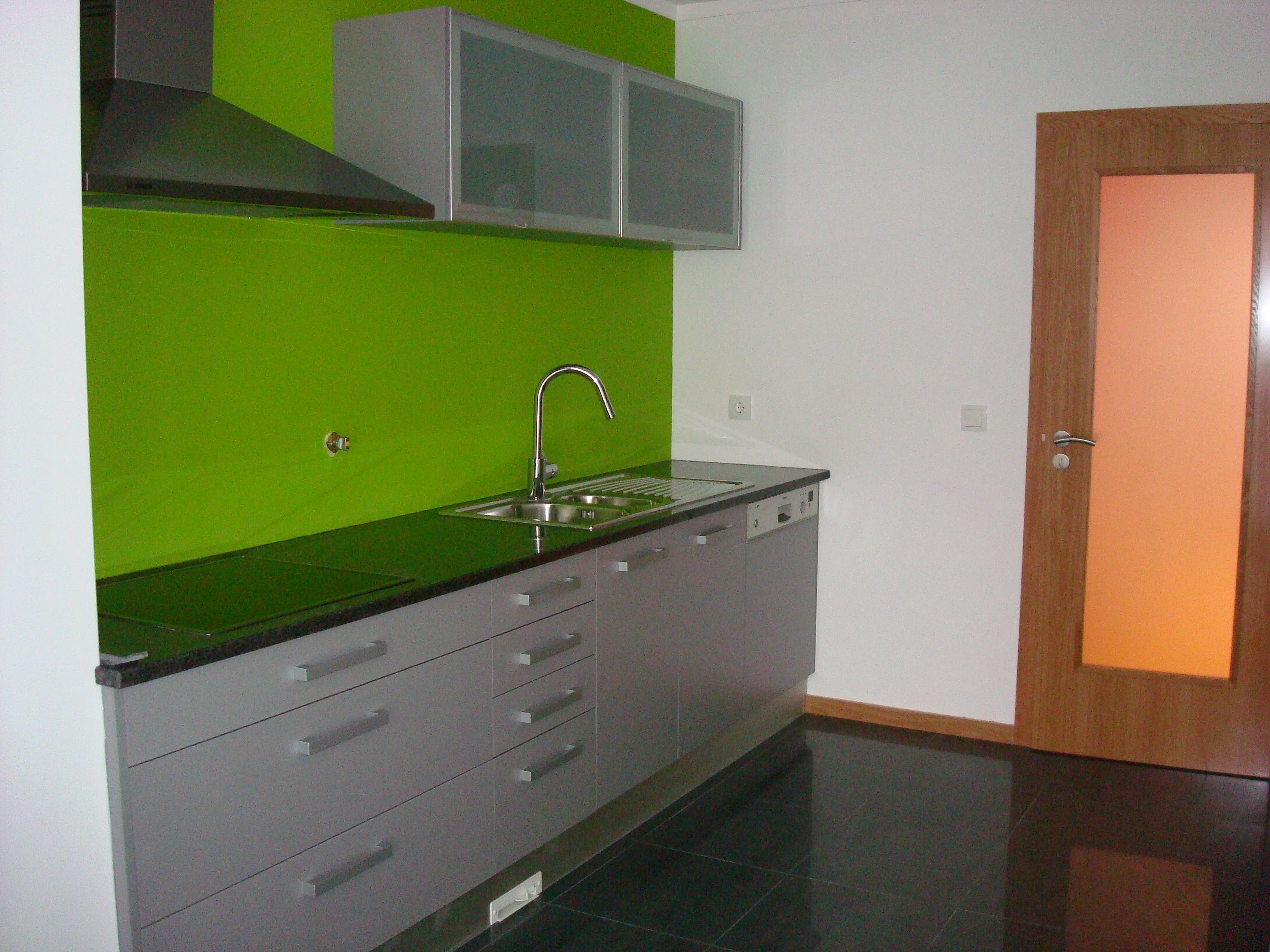 Decoração de cozinha moveis cozinha cinza com revestimento de  #617D11 3264x2448