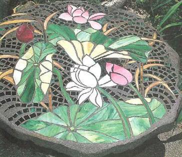 mesa-com-decoracao-de-mosaicos