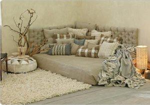 Decoração com tapetes e almofadas
